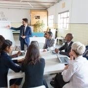 LEDERUDDANNELSE - Sammenligning af lederuddannelser